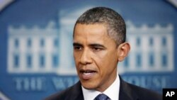 سهرۆکی وڵاته یهکگرتووهکانی ئهمهریکا باراک ئۆباما له کۆشـکی سـپی ههواڵی گهیشتن به ڕێـکهوتن لهسهر مهسهلهی قهرزی وڵاتهکه ڕادهگهیهنێت، شهوی یهکشهممه 31 ی حهوتی 2011