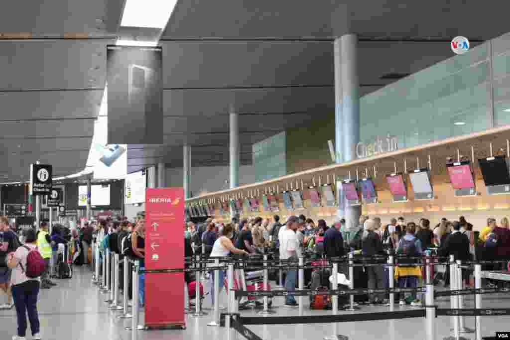 Solo podrán desplazarse hacia y desde el aeropuerto las personas que tengan vuelos adquiridos con antelación y que lo puedan demostrar con tiquetes o pasabordos de viaje.