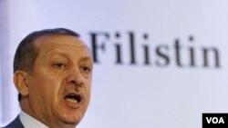 PM Turki Tayyip Erdogan menuntut Israel membayar ganti rugi keluarga korban dan meminta maaf atas penggerebekan kapal bantuan.