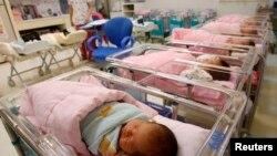 台湾生育率低 蔡英文称少子化是国安问题