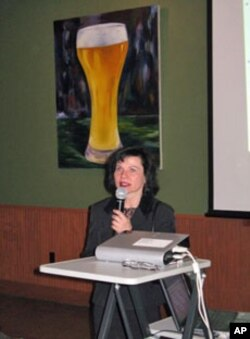 Washington University geophysicist Anne Hofmeister presents her work at 'Science on Tap.'