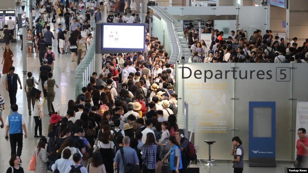 Số du khách Việt Nam đi du lịch nước ngoài tăng mạnh trong những năm gần đây (ảnh minh họa).