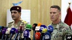 نشست خبری سرهنگ رایان دیلان سخنگوی ائتلاف بین المللی ضدداعش (راست) و ژنرال یحیی رسول سخنگوی ارتش عراق در بغداد - ۲۱ سپتامبر ۲۰۱۷