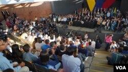 """El presidente interino de Venezuela afirmó que """"solos no podemos"""" e indicó que los venezolanos """"nos necesitamos todos"""". Agregó que la intención es """"recuperar la normalidad"""". Foto: Fabiana Rondón - VOA."""