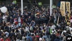 새해 첫날인 1일 홍콩의 정부 청사 앞에서 중국의 간섭을 규탄하는 시위가 벌어졌다.