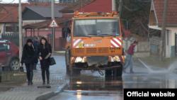 Pranje ulica u Lapljem selu