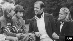 ჯო და ჯილ ბაიდენები შვილებთან, ჰანტერ და ბო ბაიდენეთან ერთად