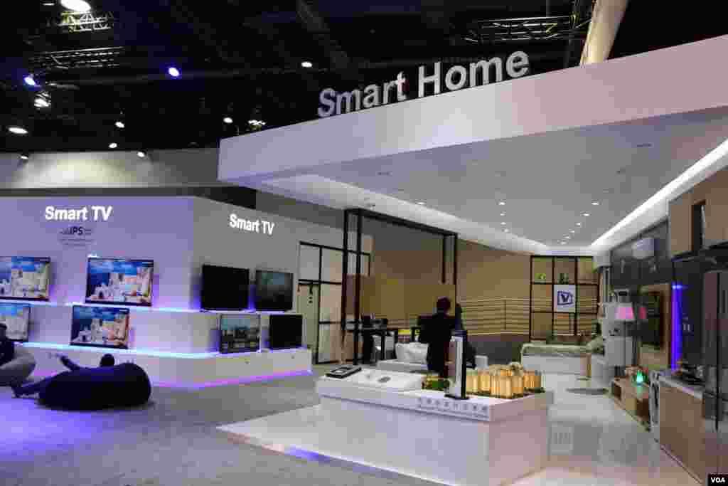 نمایشگاه محصولات الکترونیکی CES خانه های هوشمند، یکی از تم های اصلی نمایشگاه است. همه امور این خانه ها از راه دور کنترل می شود.