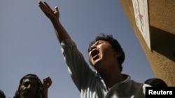 Một người Hồi giáo Shia, sắc tộc Hazara ở Pakistan la to lên án việc thân nhân của họ bị giết hại ở Quetta, ngày 1/9/2012