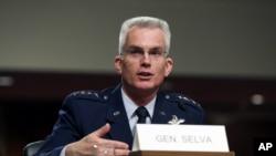 Wakil Ketua Kepala-kepala Staf Gabungan AS, Jenderal Paul Selva, bersaksi di Kongres. (Foto: Dok)