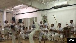 Esta danza-deporte ha crecido de tal manera que en casi todas las ciudades más grandes del país se encuentran grupos de Capoeira.