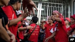 Thai ''Red Shirts'' anti-government protesters gather in front of the gate of the Bangkok Remand prison, Bangkok, file photo.