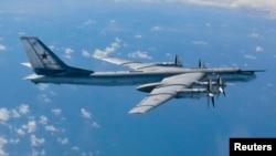 Российский турбовинтовой стратегический бомбардировщик-ракетоносец Ту-95, по кодификации НАТО: Bear — «Медведь» (архивное фото)