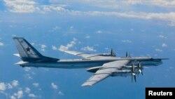 러시아의 TU-95 전략폭격기. 지난 2013년 8월 일본 남부 규슈섬 인근 상공에서 일본 자위대 전투기가 촬영한 사진이다.