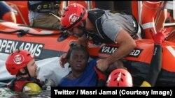 La survivante du naufrage, une Camerounaise de 40 ans prénommée Josepha, avait été retrouvée en hypothermie avec une autre femme et un petit garçon morts depuis peu sur les restes d'un canot pneumatique au large de la Libye lors d'une opération de Proacti