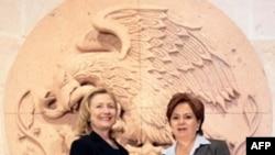 Ngoại trưởng Hoa Kỳ Hillary Clinton và Bộ trưởng Ngoại giao Mexico Espinosa tại Guanajuato, ngày 24/1/2011