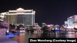 凯撒皇宫酒店(图片左侧)