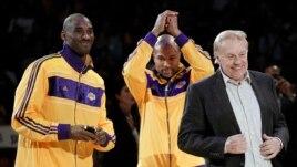 Jerry Buss compró el equipo de baloncesto en 1979 por 67.5 millones de doláres.