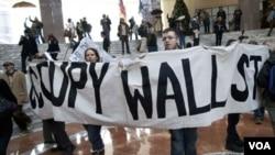 """Menurut pakar dialek Grant Barrett, kata """"occupy"""" sangat menonjol penggunaannya dalam aksi-aksi politik kelompok akar rumput sepanjang tahun 2011."""