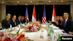 Tổng thống Mỹ Barack Obama trong cuộc gặp với Tổng thống Indonesia Joko Widodo hồi tháng 11 năm 2014 tại Bắc Kinh, Trung Quốc.