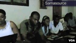 Organisasi bantuan Samasource yang berkantor pusat di San Fransisco mempekerjakan orang dari kelompok miskin di seluruh Afrika, Asia Selatan, dan Haiti dengan internet.