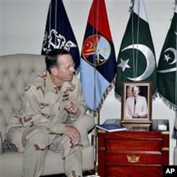 ایڈمرل مائیک ملن 20 اپریل کو فوجی ہیڈکوارٹر راولپنڈی میں ملاقات کے دوران