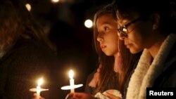 Veillée en la mémoire des victimes de la fusillade de San Bernardino, 3 décembre 2015