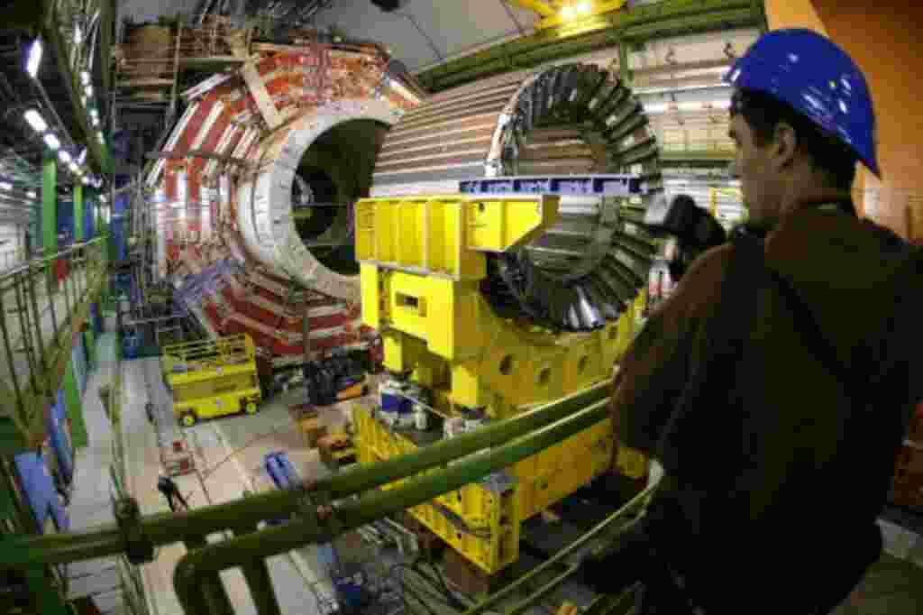 Los científicos del centro de investigación de CERN realizaron experimentos con la velocidad de la luz para recrear una mini-versión del Big Bang que originó el universo.