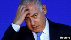 """""""Estos son los últimos días del gobierno de Benjamin Netanyahu"""", escribió el miércoles Aluf Benn, editor jefe del diario Haaretz, en relación al escándalo de corrupción en el que se encuentra involucrado."""