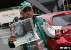A street vendor sells copies of Mexico's leading daily Metro newspaper showing an image of Fidel after the announcement of the death of Cuban revolutionary leader Fidel Castro, in Mexico City, Mexico, November 26, 2016.