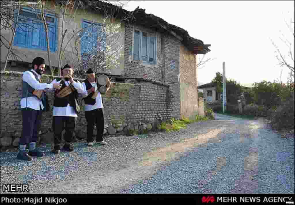 نوروزخوانی از آیین های قدیمی عید است- بهشهر مازندران