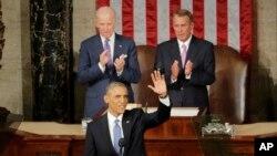 Rais Obama akiwapungia mkono wabunge na watu mbali mbali ndani ya bunge kabla ya kutoa hotuba yake ya hali ya kitaifa