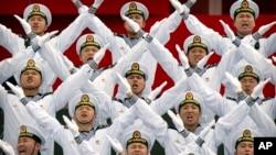 Hải quân Trung Quốc đồng diễn ở Thanh Đảo, ngày 22/4/2019.