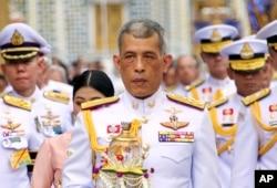 Quốc vương Thái Lan Maha Vajiralongkorn, giữa