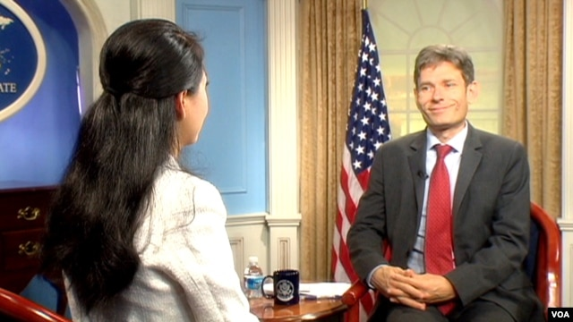 Trà Mi phỏng vấn Trợ lý Ngoại trưởng Hoa Kỳ đặc trách Dân chủ-Nhân quyền-Lao động Tom Malinowski.