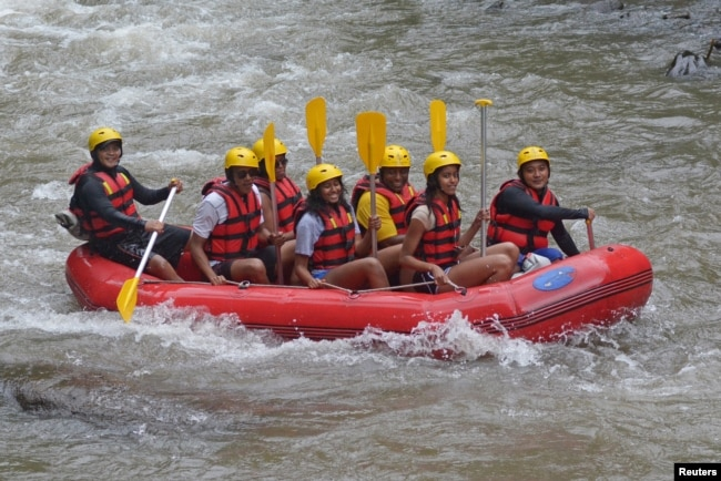 Former United States President Barack Obama (2nd L), his wife Michelle (3rd L) along with his daughters Sasha (C) and Malia (2nd R) go rafting while on holiday in Bongkasa Village, Badung Regency, Bali, Indonesia June 26, 2017.