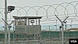 Penjara di Guantanamo, Kuba, tempat ditahannya para tersangka terorisme terhadap Amerika Serikat.