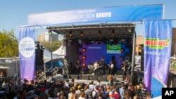 El festival de música SXSW se realiza en Austin, Texas del 13 al 19 de marzo. Es considerado uno de los eventos musicales más importantes para bandas y músicos nuevos como legendarios convirtiéndose en una verdadera vitrina de oportunidades musicales a nivel global.