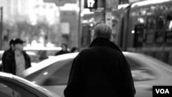 Las partículas diminutas de la polución podrían nublar la mente de los hombres mayores.