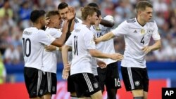 تیم ملی فوتبال آلمان با چهره های کاملاً جدید و جوان.