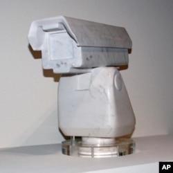 用大理石雕刻的监视摄像头