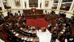 Los legisladores peruanos arriban al Congreso para discutir la renuncia del presidente Pedro Pablo Kuczynski, en Lima, Perú, el jueves, 22 de marzo, de 2018.