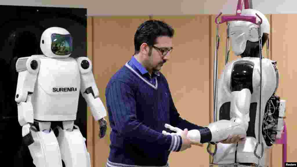 خبرگزاری رویترز در گزارشی درباره ربات ایرانی سورنا-۳ نوشت این ربات انسان نما می تواند با آدم ها از طریق دوربین هایی که در چشمانش کار گذاشته شده، و همچنین از طریق سیستم تشخیص صدا و کلام، تعامل داشته باشد. سورنا ۳ محصول دانشجویان و دانشمندان دانشگاه تهران و دیگر دانشگاه و شرکت ها است.