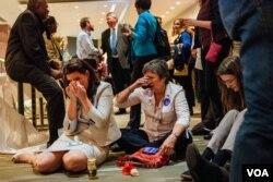 民主党在马里兰州银泉镇的观票聚会上,希拉里的支持者士气低落。(美国之音晓歌拍摄)(美国之音晓歌拍摄)