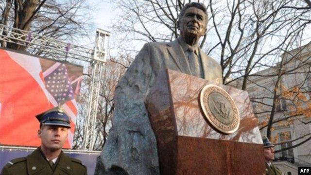 Tượng đài kỷ niệm cố tổng thống Ronald Reagan ở Ba Lan
