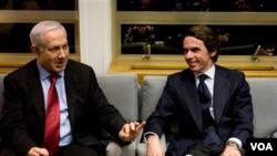 España participa en la campaña que lidera la OTAN en Libia con cuatro F-18 y otros aviones de repostaje.
