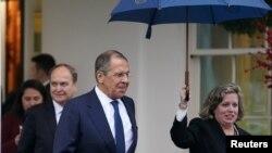 Šef ruske diplomatije Sergej Lavrov izlazi iz Bijele kuće poslije sastanka sa američkim predsjednikom Trumpom.
