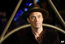 """Jude Law menghadiri penayangan perdana film """"Fantastic Beasts: The Crimes of Grindelwald,"""" di London, 13 November 2018."""