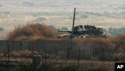 以色列坦克8月1日在黎巴嫩边界巡逻