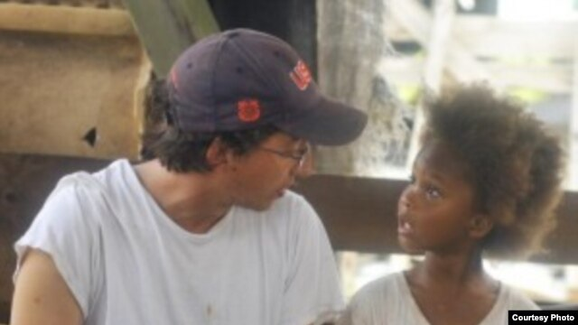 Director Ben Zeitlin and Quvenzhane Wallis on the set of Beasts of The Southern Wild (Photo: Fox Searchlight / Jess Pinkham)